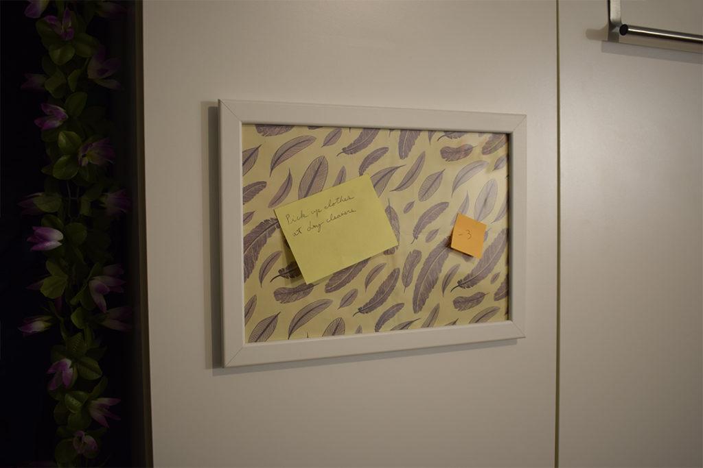 memo frame wall